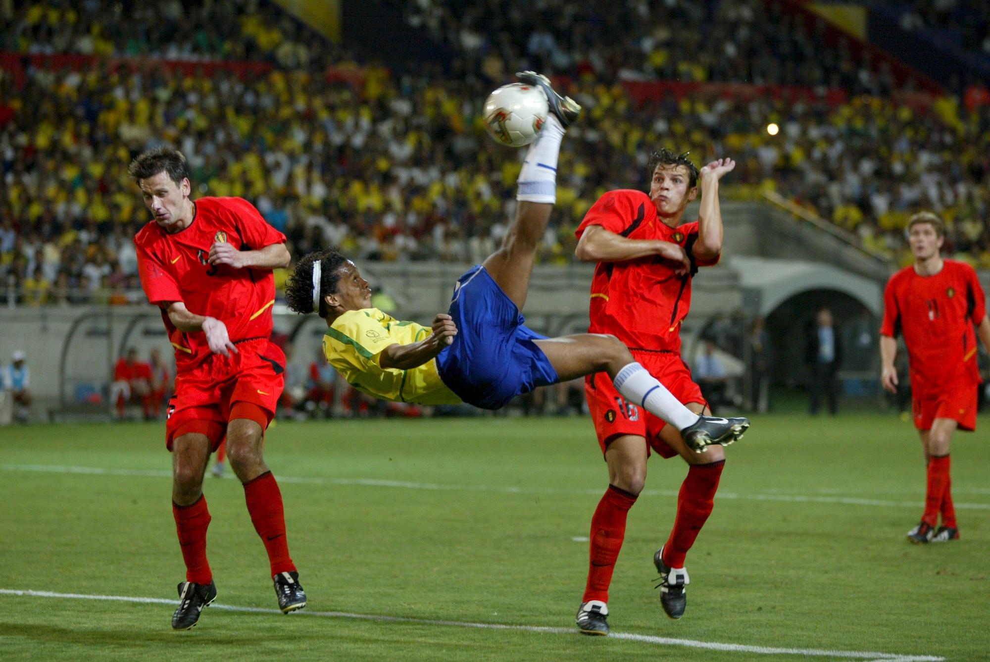 Ronaldinho (Brésil vs Belgique, Kobe, JAPON, Coupe du Monde 2002) Copyright ALAIN GADOFFRE