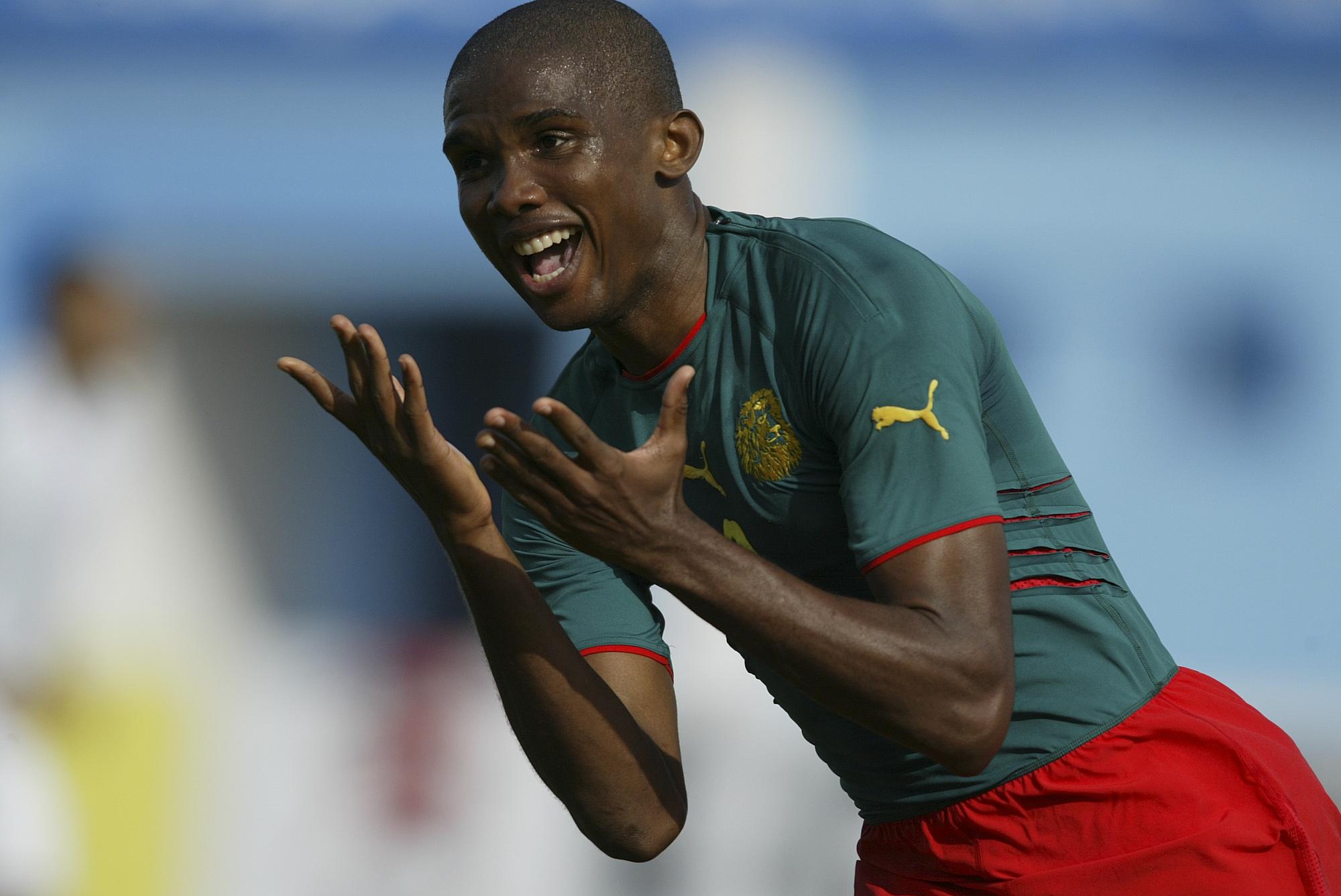 Célébration Samuel Eto'o (Cameroun vs Nigéria, Monastir, TUNISIE, CAN 2004) Copyright JEAN-MARIE HERVIO