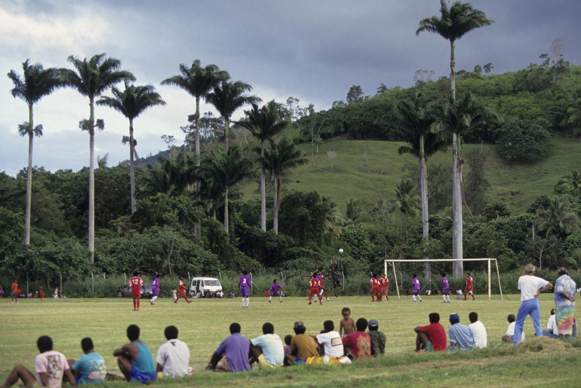 Match de football en Nouvelle-Calédonie (Nouvelle-Calédonie, FRANCE, 1993) Copyright ALAIN GADOFFRE
