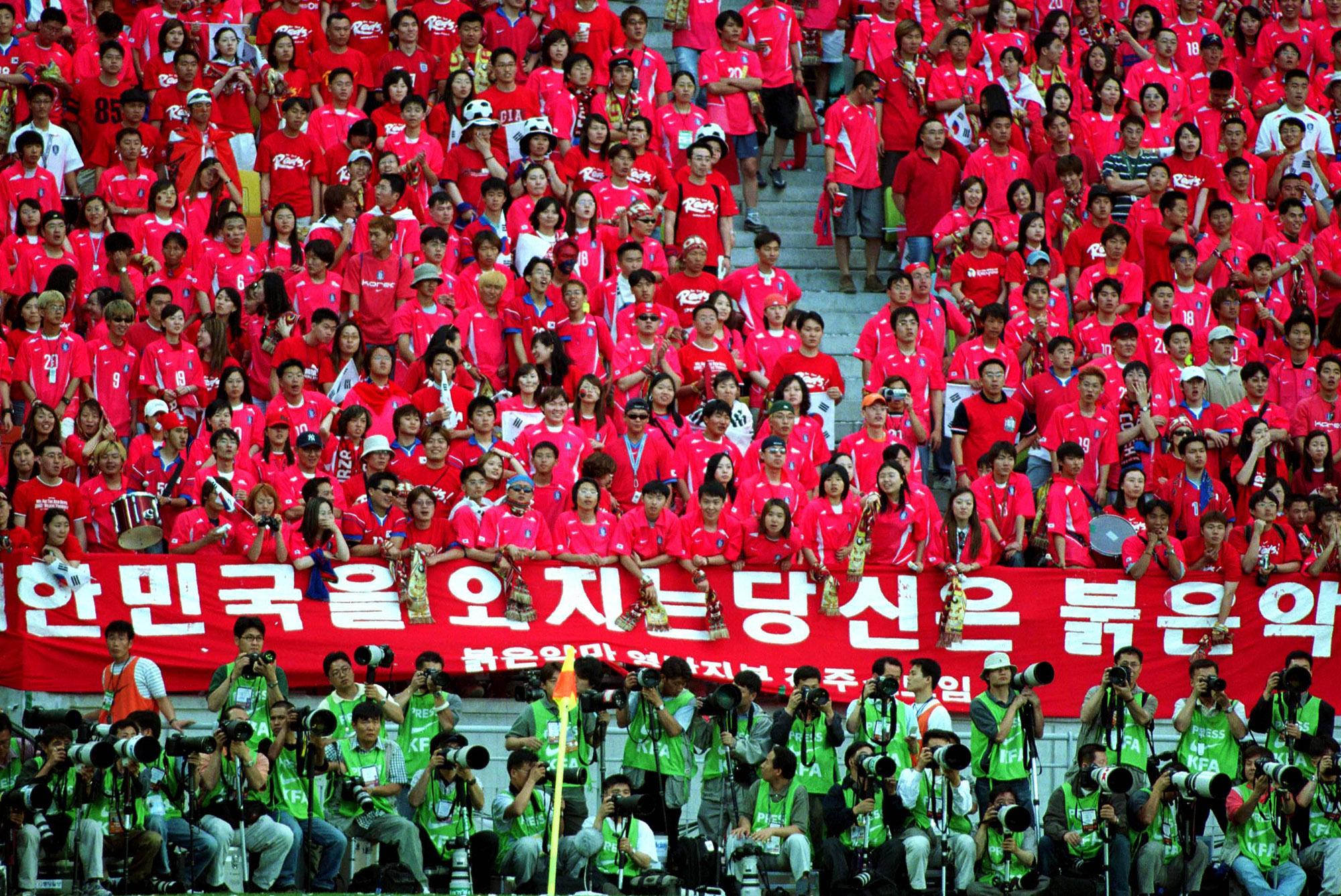 Supporters Coréens (Corée du sud vs France, Suwon, COREE, 2002) Copyright JEAN-MARIE HERVIO