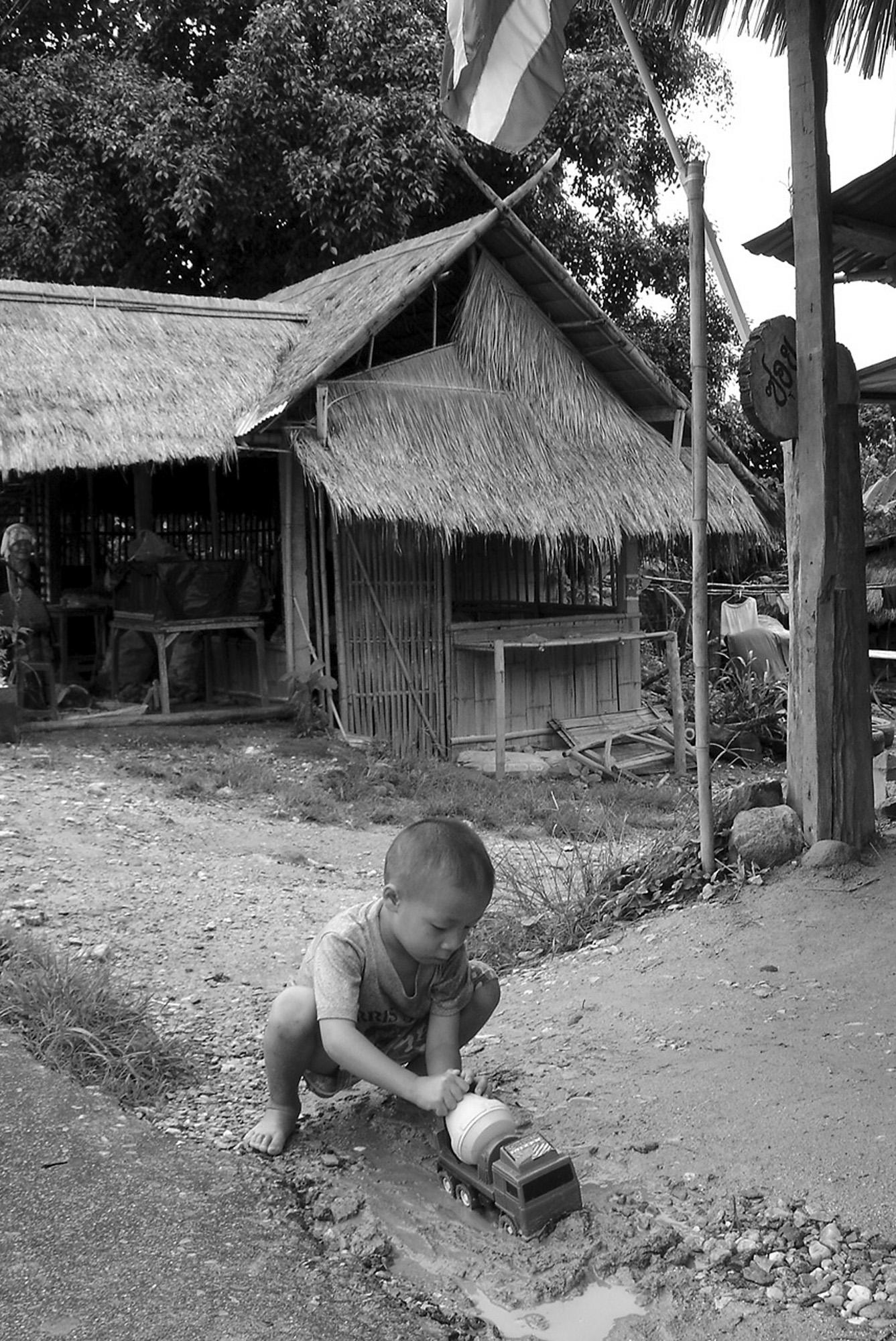Petit Thailandais (THAILANDE, 2004) Copyright JEAN-MARIE HERVIO