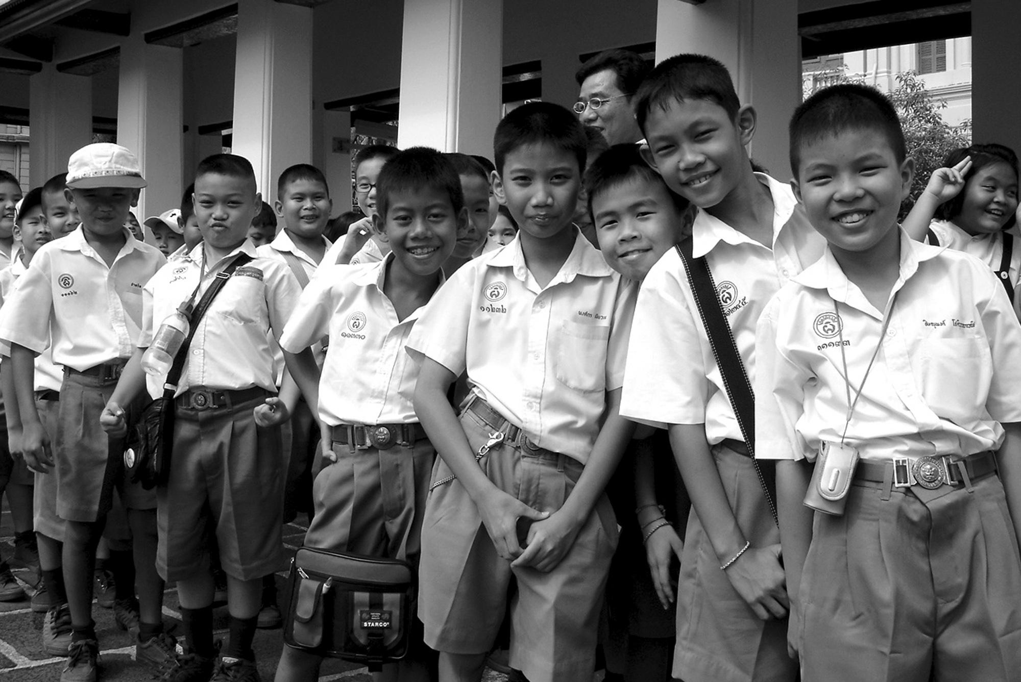 Ecoliers de Bangkok (THAILANDE, 2004) Copyright JEAN-MARIE HERVIO